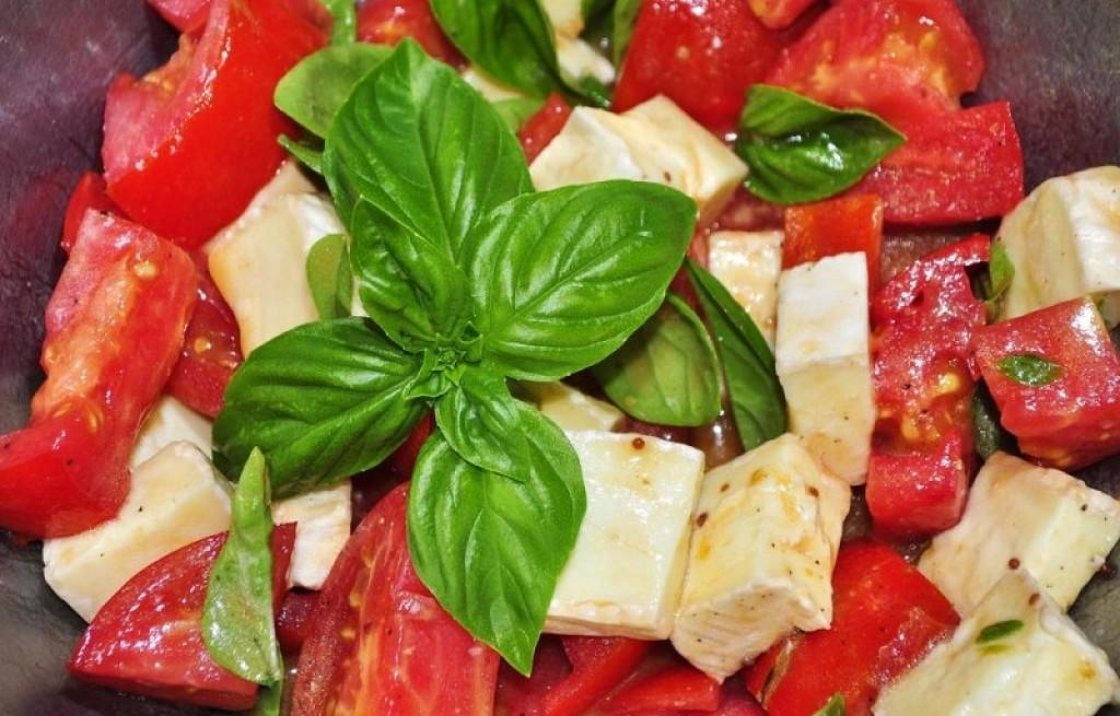 Sałatka z sera i pomidorów