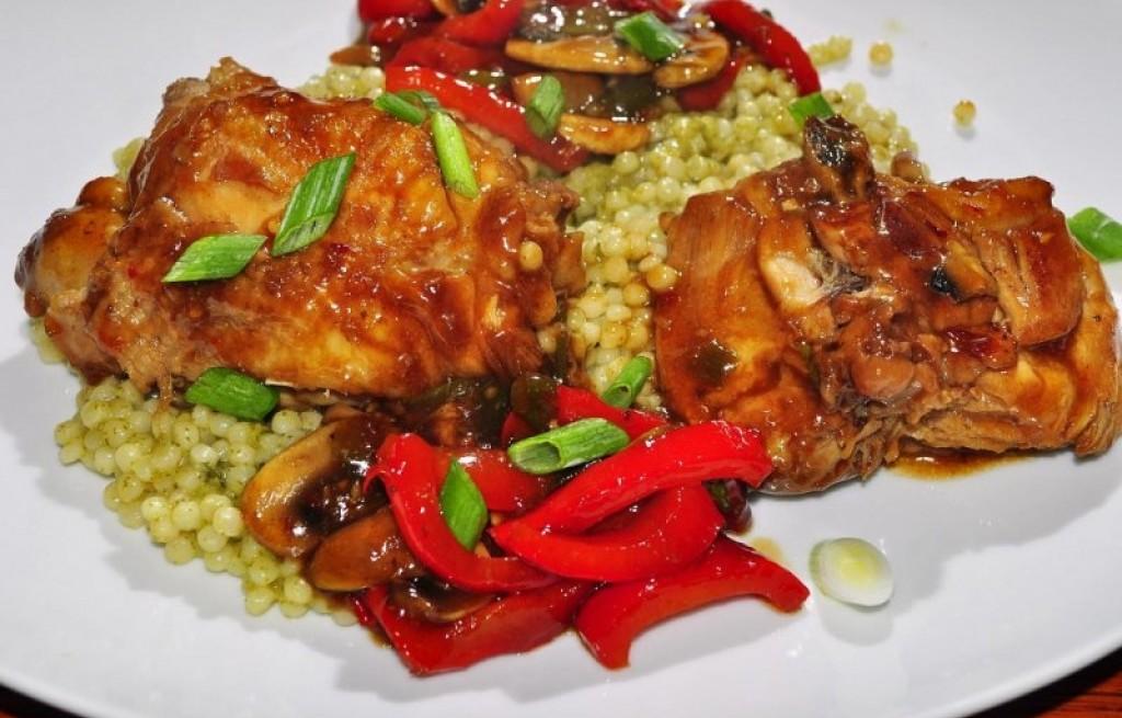 Kurczak z pęczakiem w sosie chili