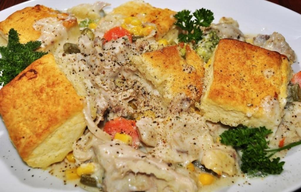 Kurczak w sosie z warzywami i ciastem
