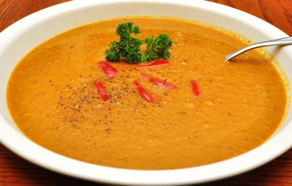 Zupa z batatów, salami i curry