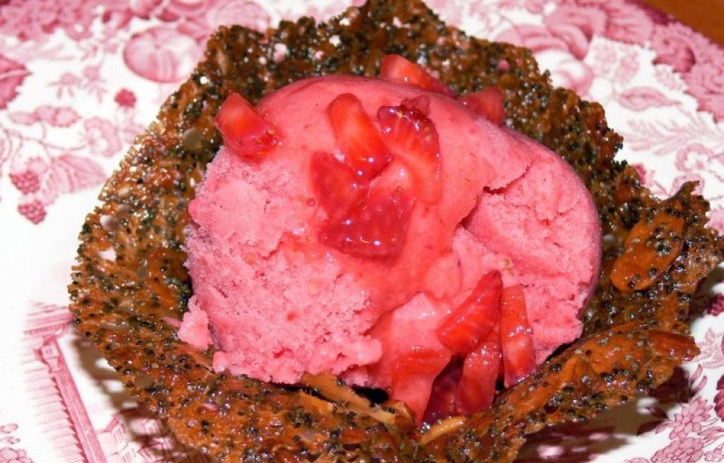 Sorbet truskawkowy z marchwią i makiem