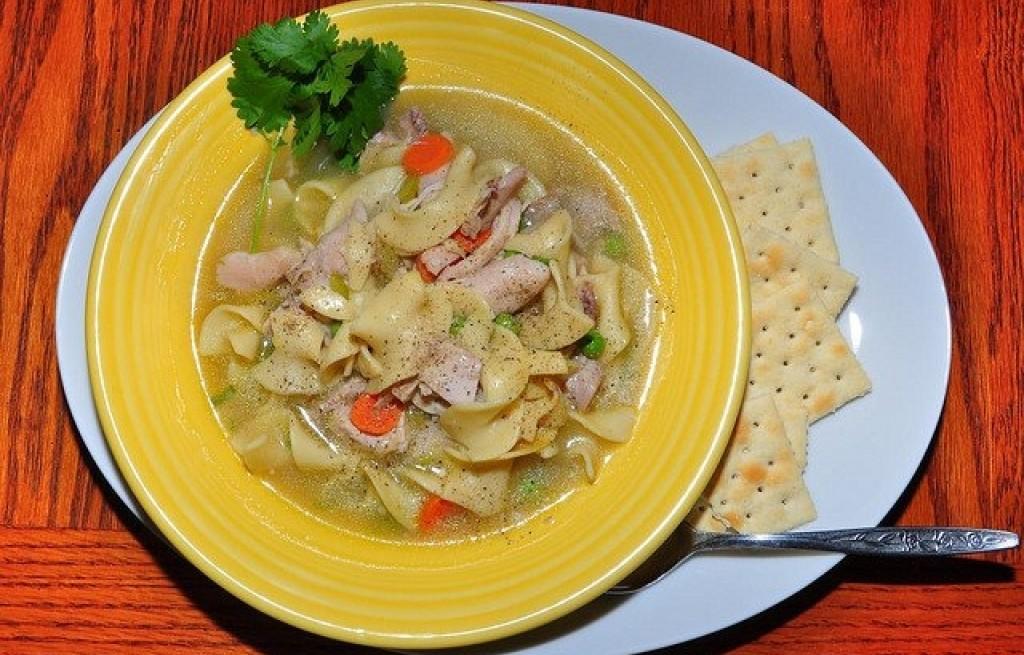 Zupa z kurczakiem i pappardelle
