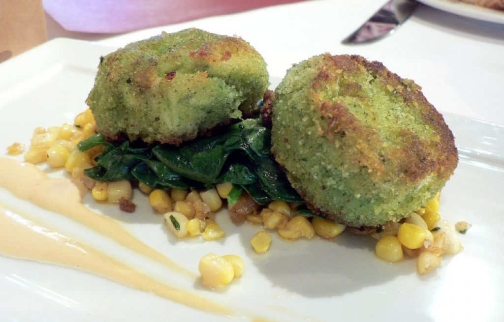 Kotlety z kraba ze szpinakiem i kukurydzą