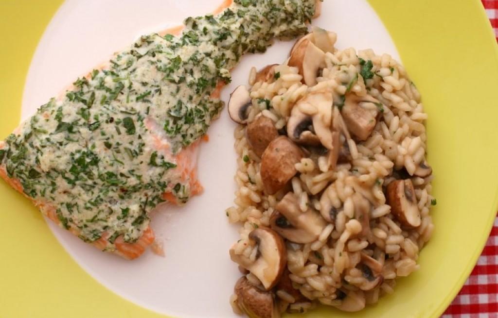 Rissotto grzybowe z łososiem w sosie ziołowym