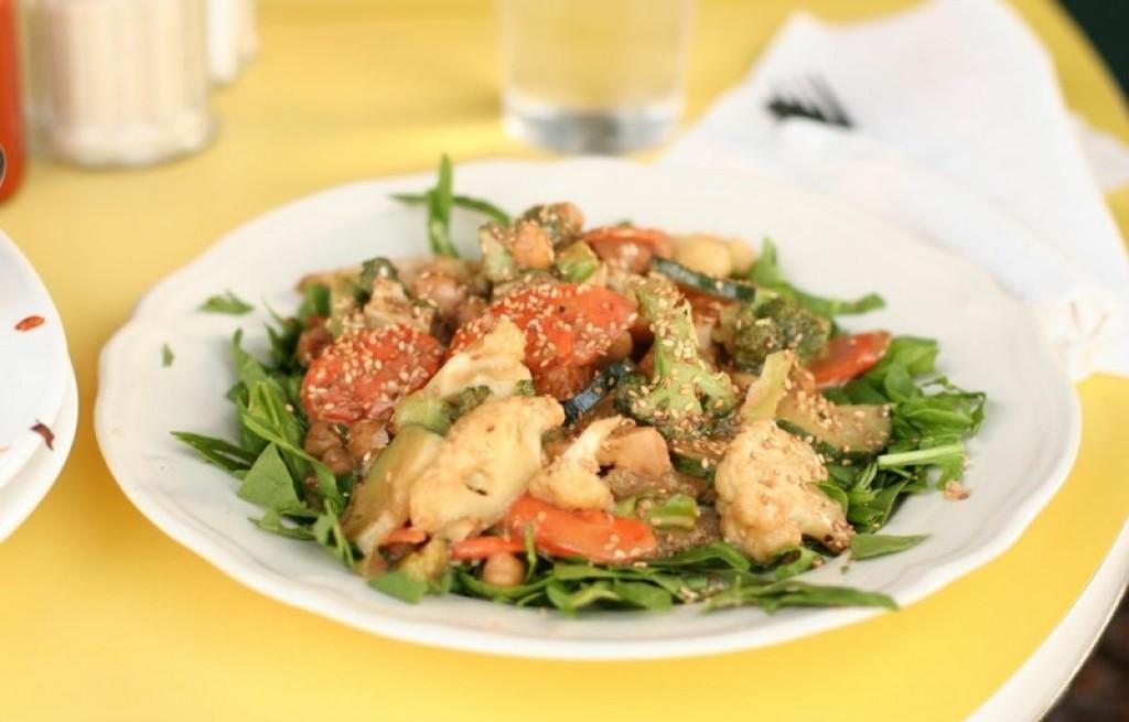 Tofu z warzywami i sezamem