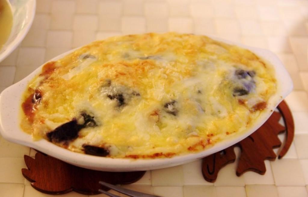 Zapiekanka z sera, bakłażana i szpinaku