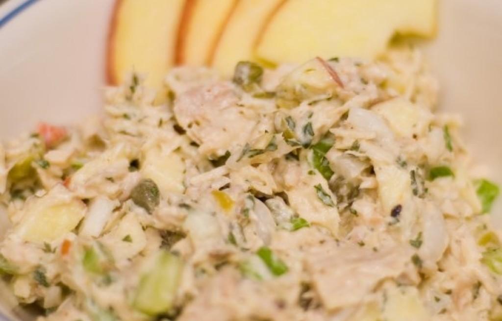 Sałatka z tuńczyka  z jabłkiem