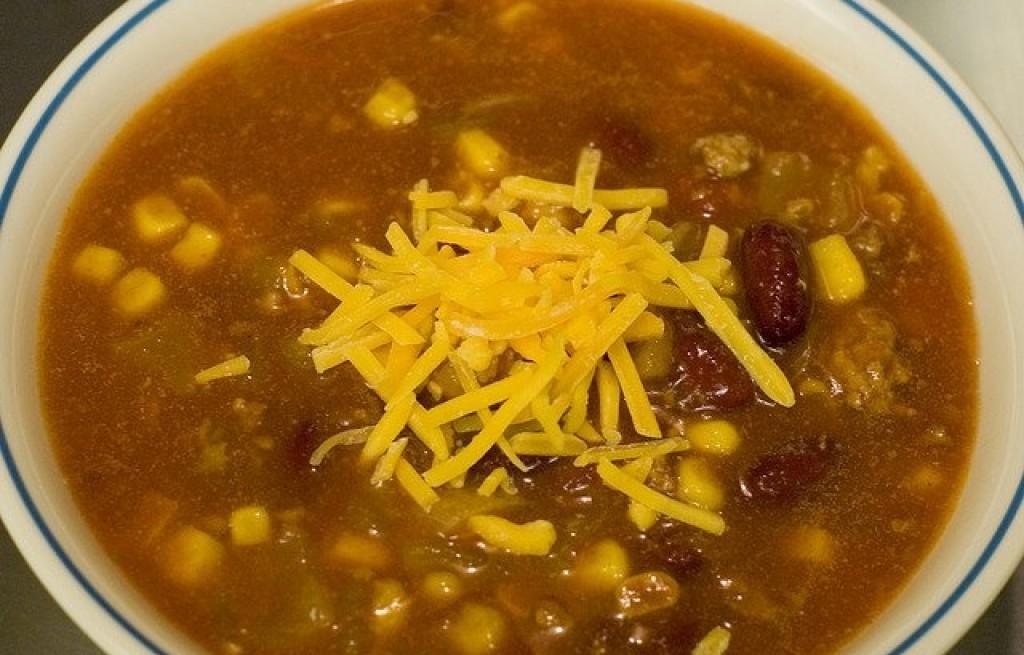 Zupa kukurydziana i wołowiną i serem