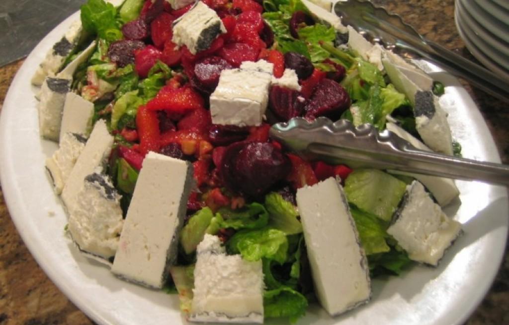 Sałatka z serem i buraczkami