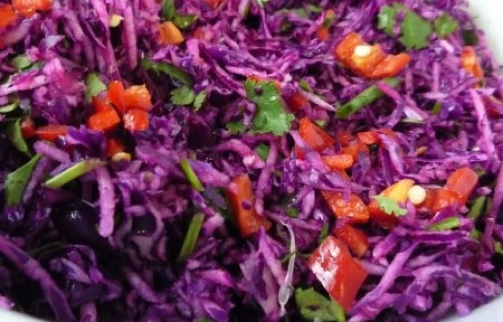 Sałatka z czerwonej kapusty i chili
