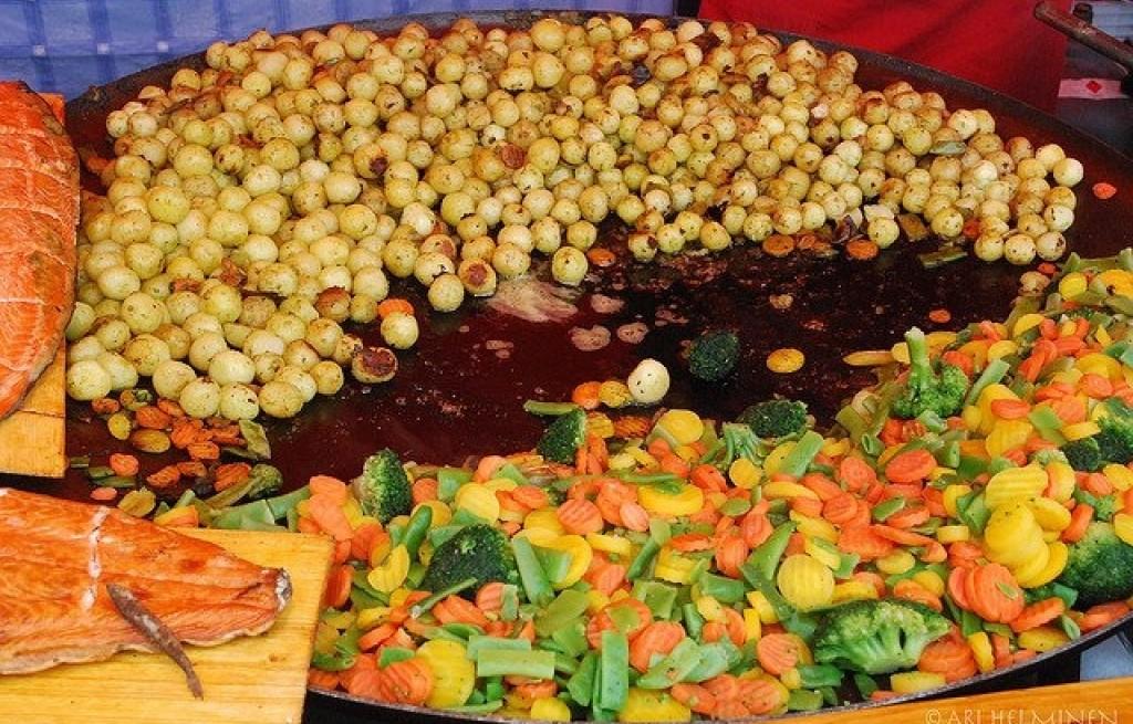 Łosoś z grochem i warzywami