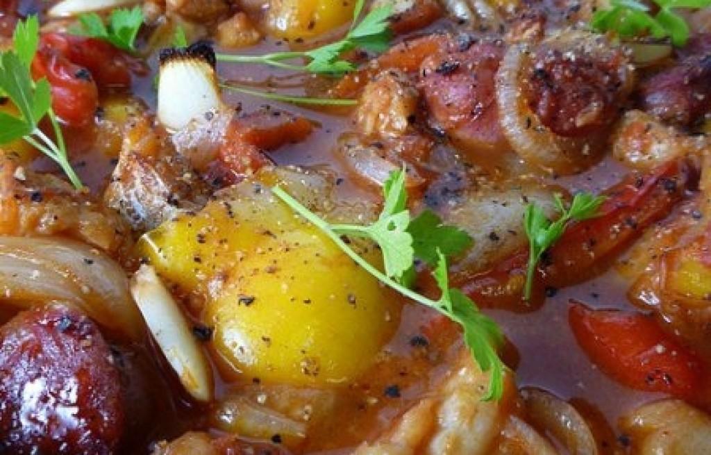 Gulasz rybny z warzywami i chorizo