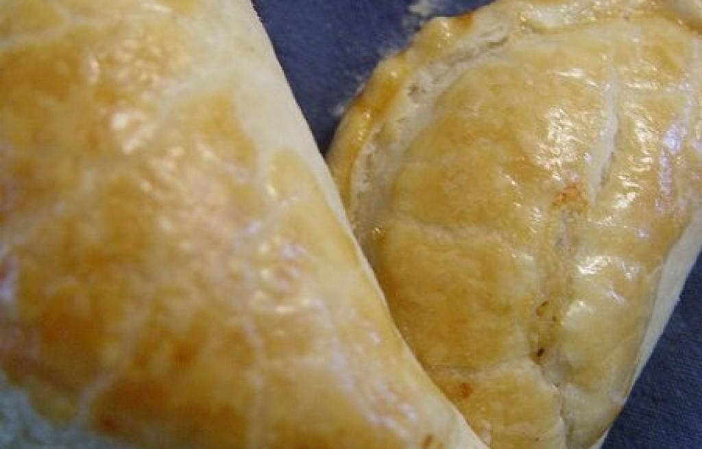 Empanadas z tuńczykiem, serem i papryką