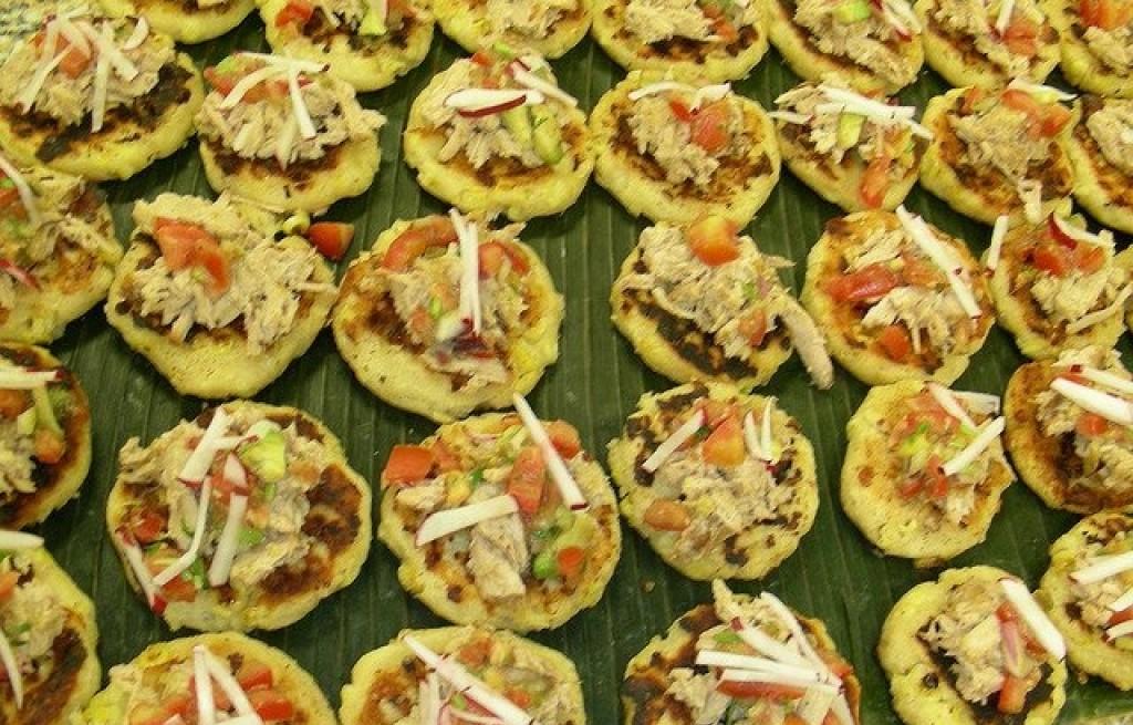 Placki kukurydziane z tuńczykiem