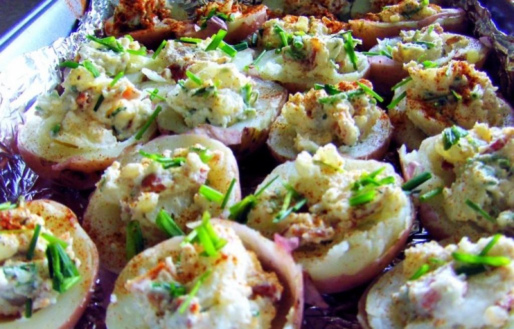 Czerwone ziemniaki faszerowane
