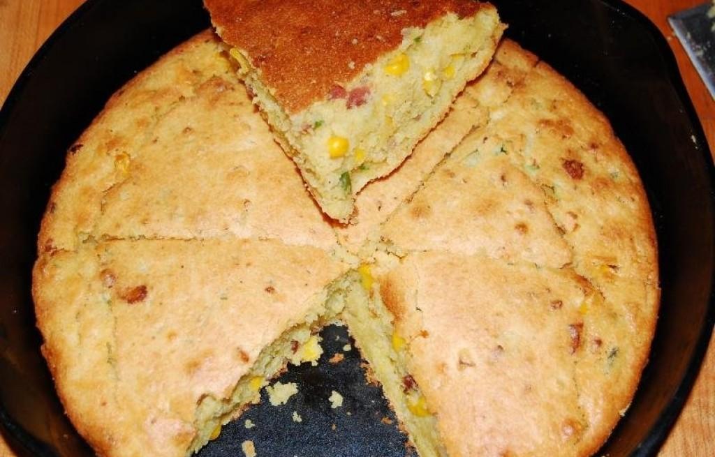 Ciasto z kukurydzą i bekonem