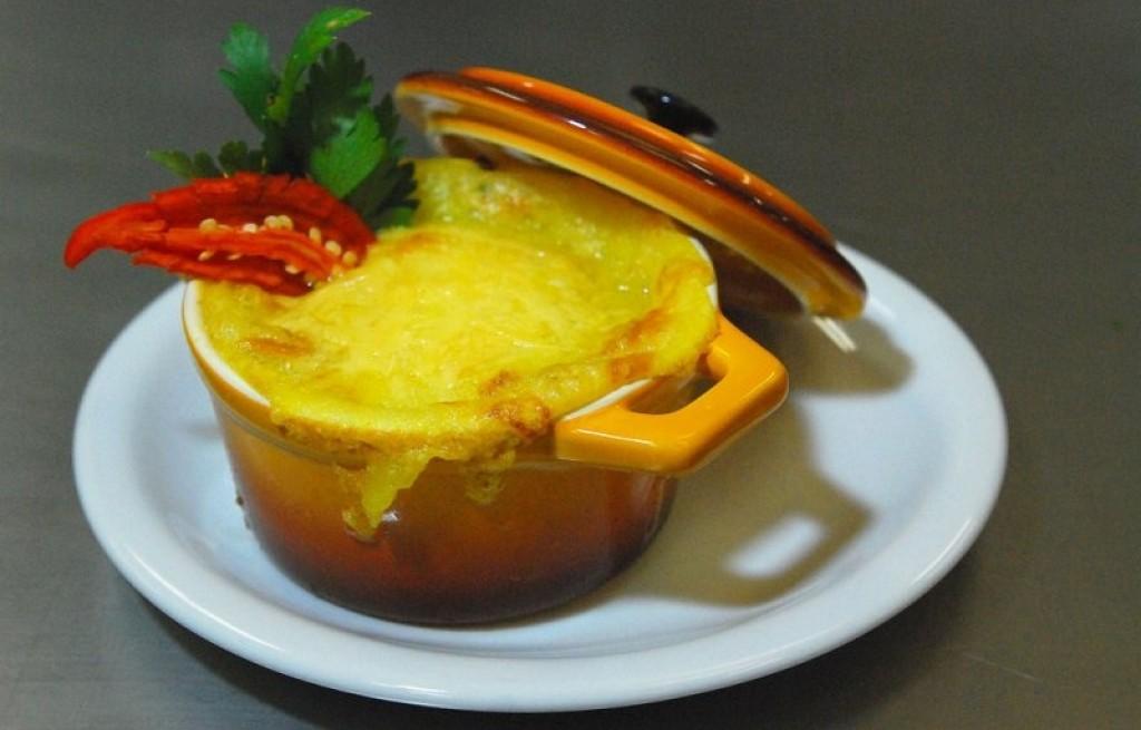 Zapiekanka ziemniaczana z boczkiem i serem