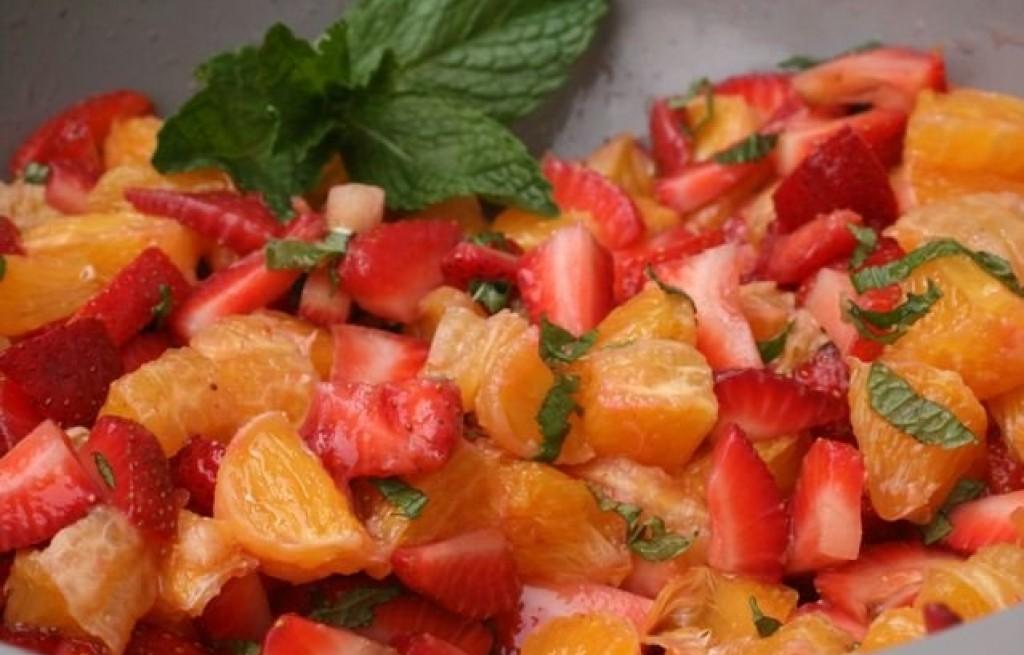 Sałatka truskawkowo-pomarańczowa