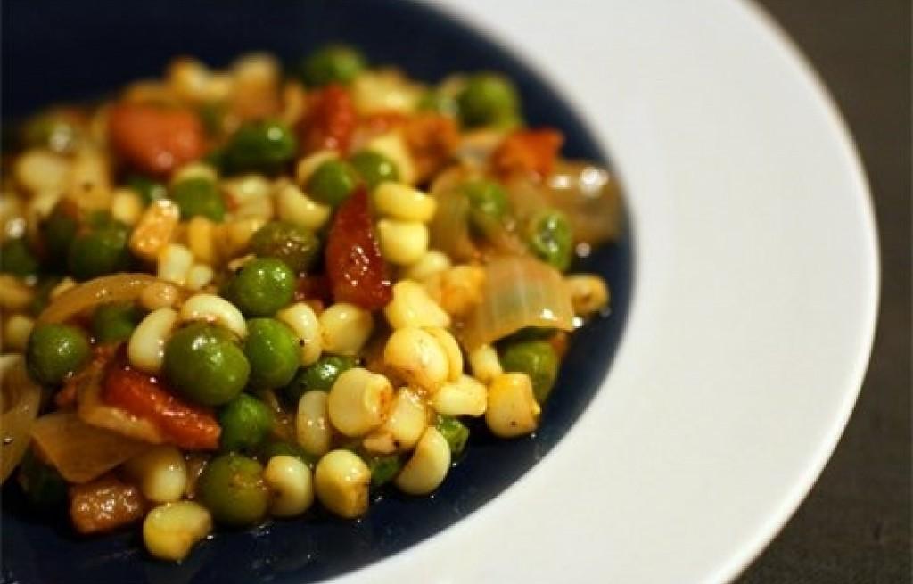 Sałatka z kukurydzą i groszkiem