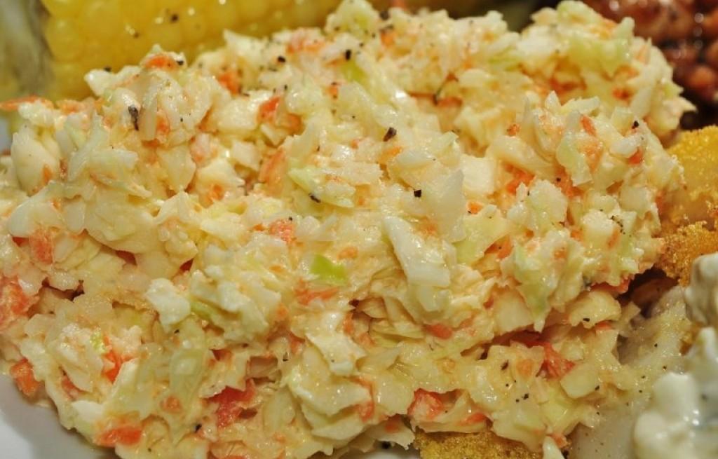 Coleslaw z jajkiem i kukurydzą