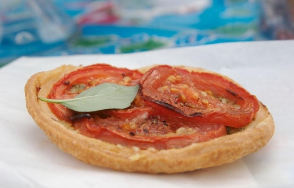 Tarta z szynką i pomidorami