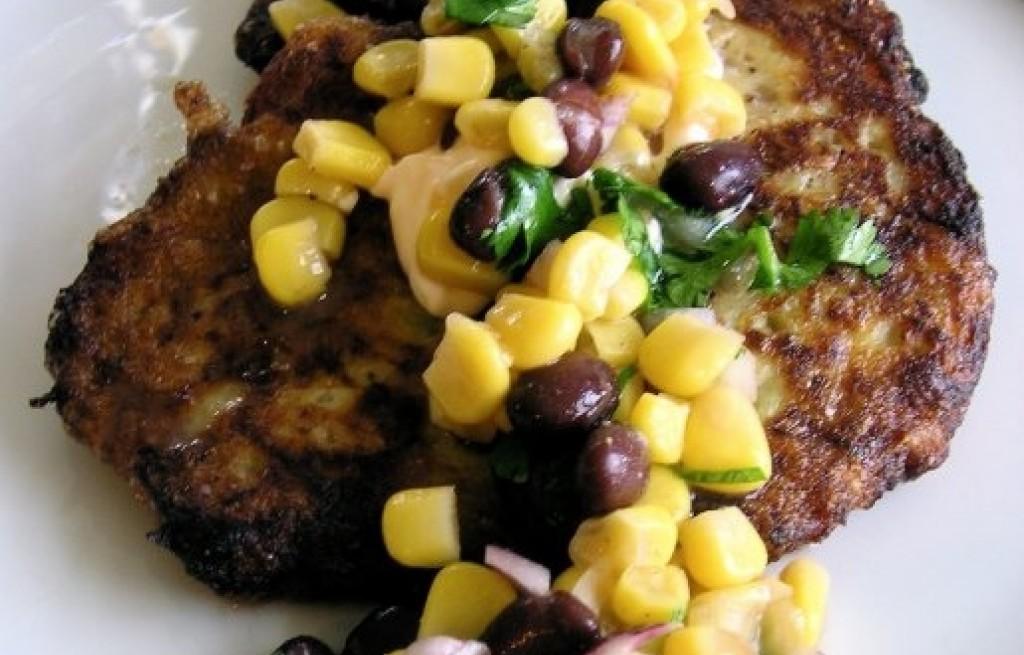 Placki ziemniaczane z ananasem, fasolą i kukurydzą