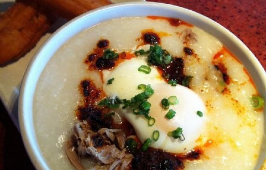 Congee z shitake i jajkami