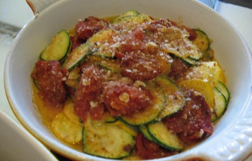 Zapiekanka z cukinii, ziemniakow i pomidorów