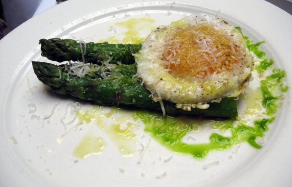 Szparagi po mediolańsku