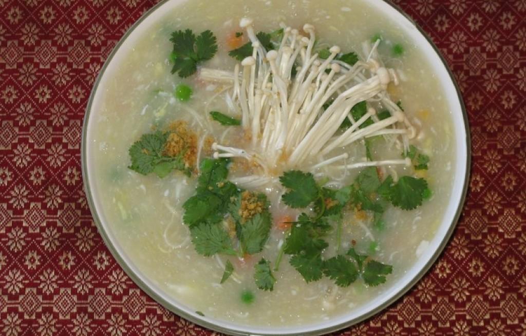 Zupa grzybowa z enoki
