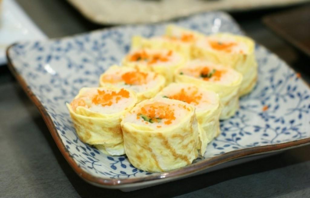Tortilla z ryżem i łososiem