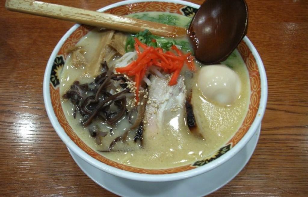 Zupa grzybowa z jajkami i makaronem
