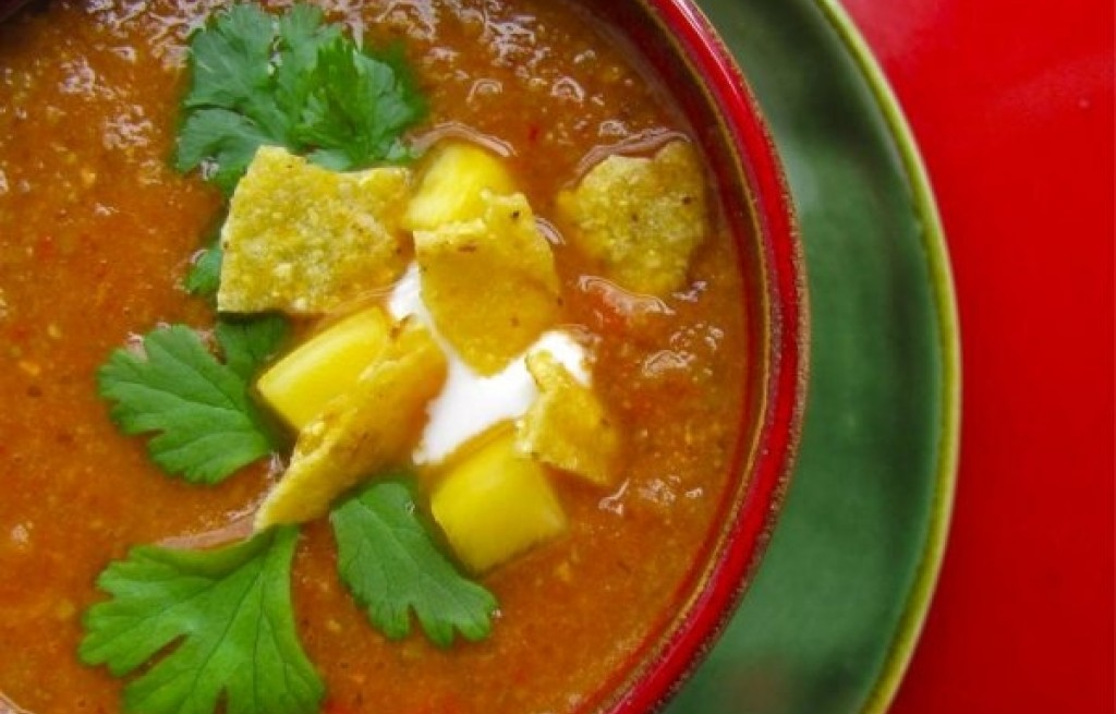 Zupa pomidorowo-fasolowa z mango