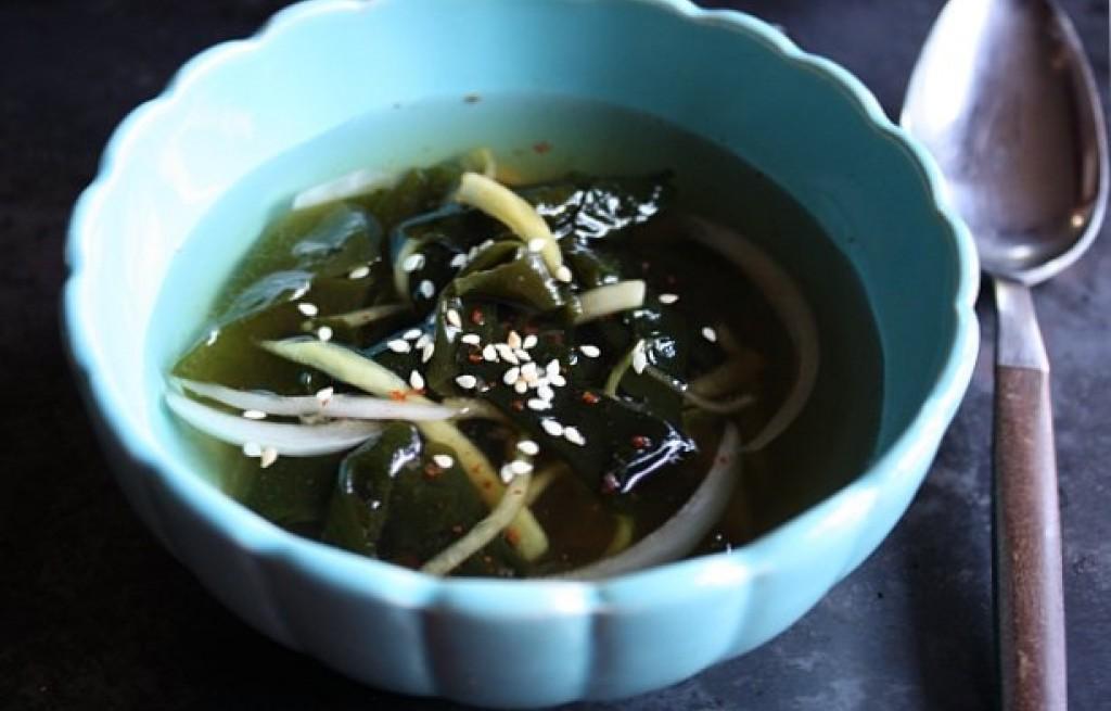 Zupa ogórkowa z wodorostami