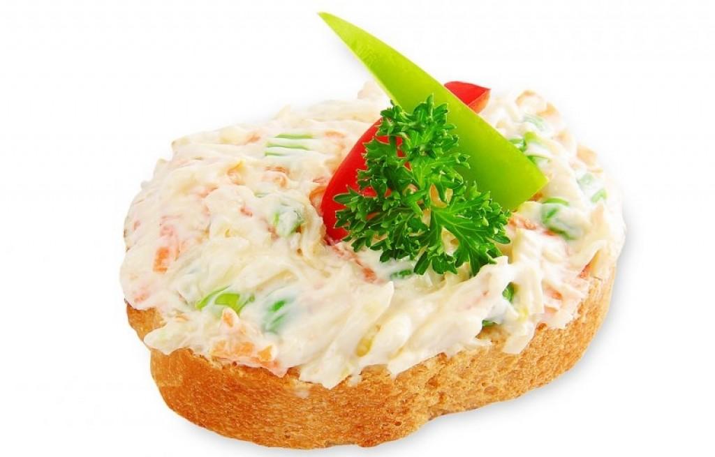 Kanapki z warzywami i jogurtem