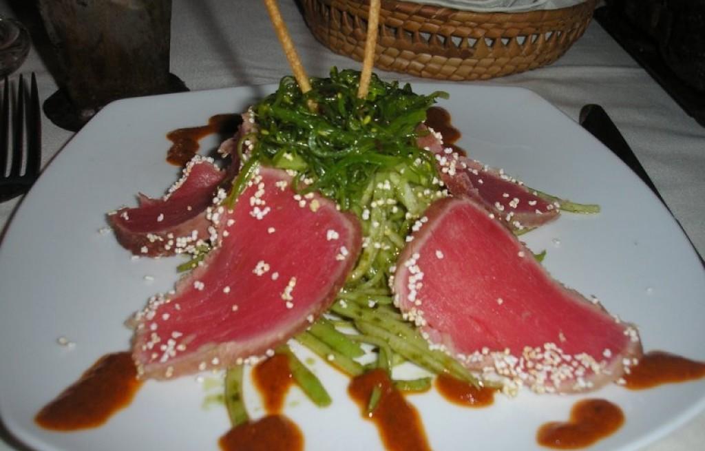 Tuńczyk z fasolką i wakame