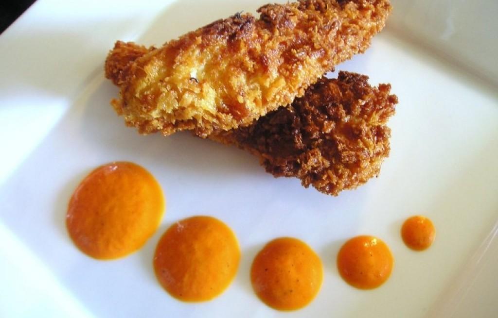 Paluszki z kurczaka z sosem z czerwonego pieprzu