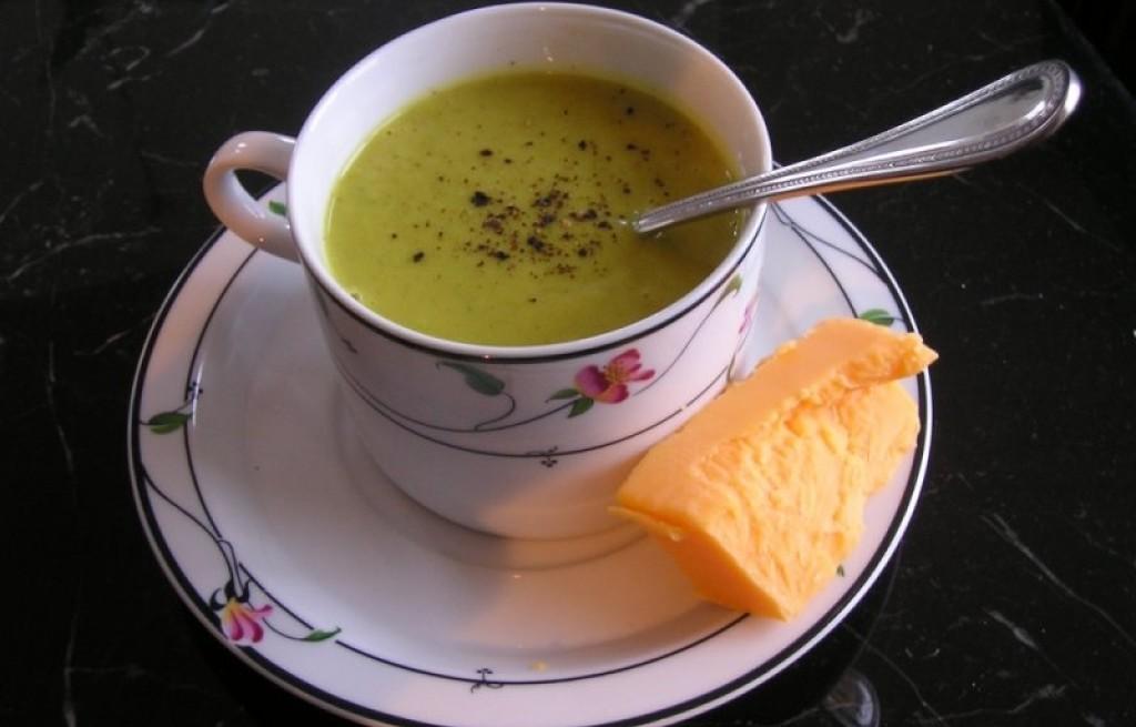 Zupa ziemniaczana z curry i serem