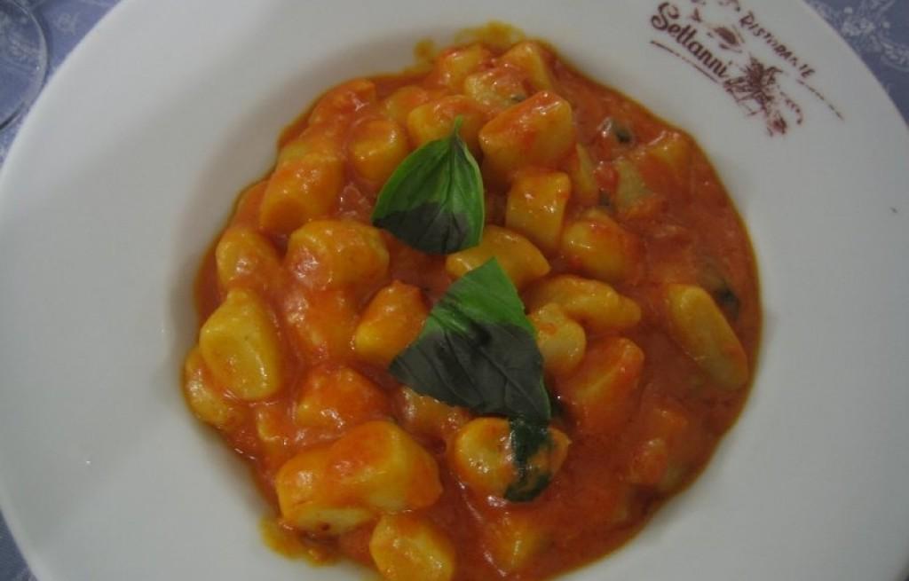 Gnocchi - kluski ziemniaczane w sosie pomidorowym