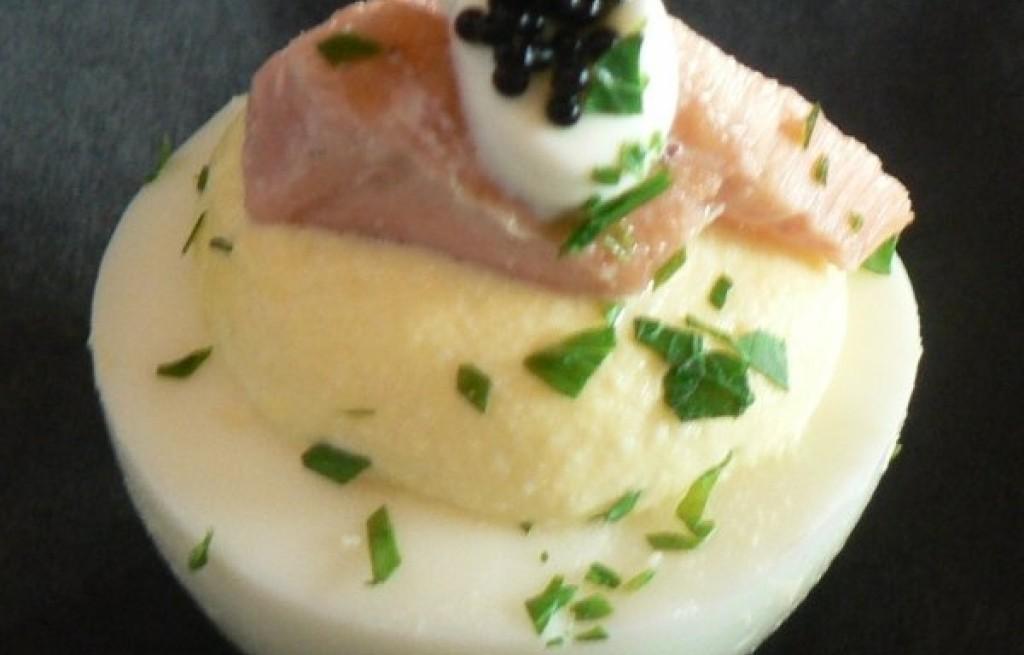Jajka nadziewane serem, szynką i kawiorem