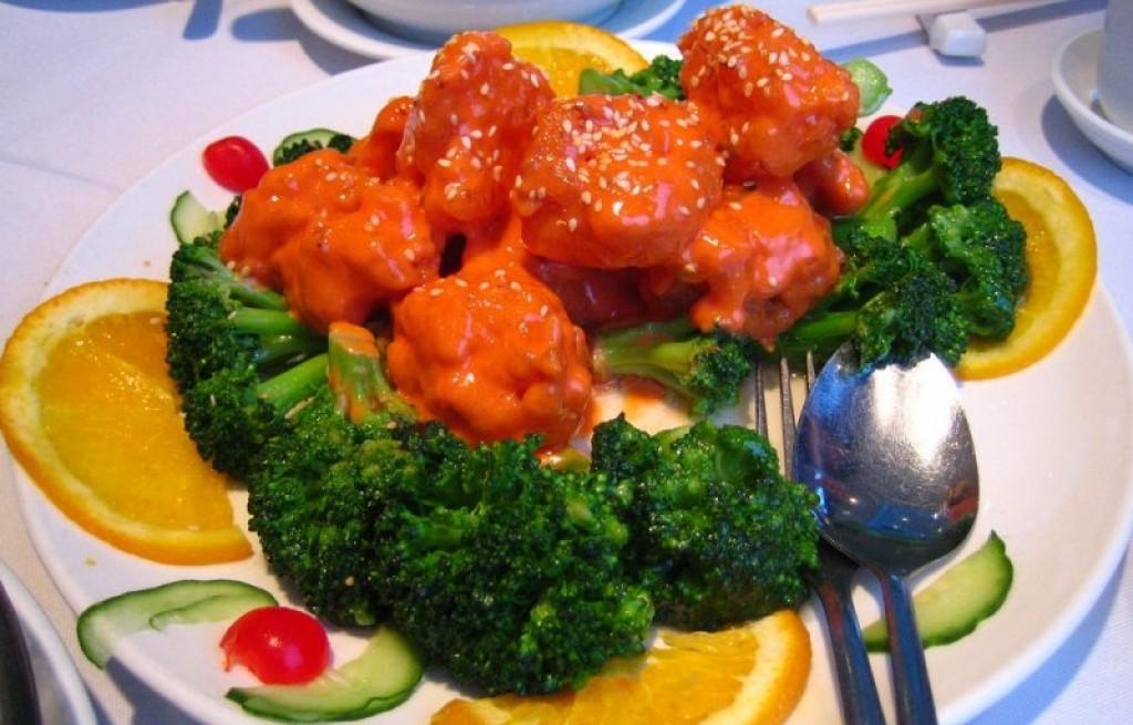 Krewetki z brokułem i pikantnym majonezem