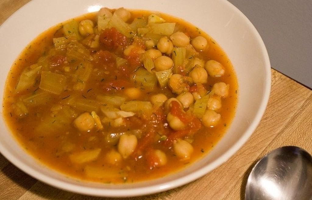 Pikantna zupa z cieciorki i fasoli
