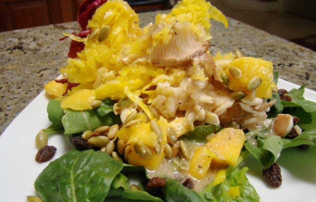 Sałatka z boczniaków, buraków i mango