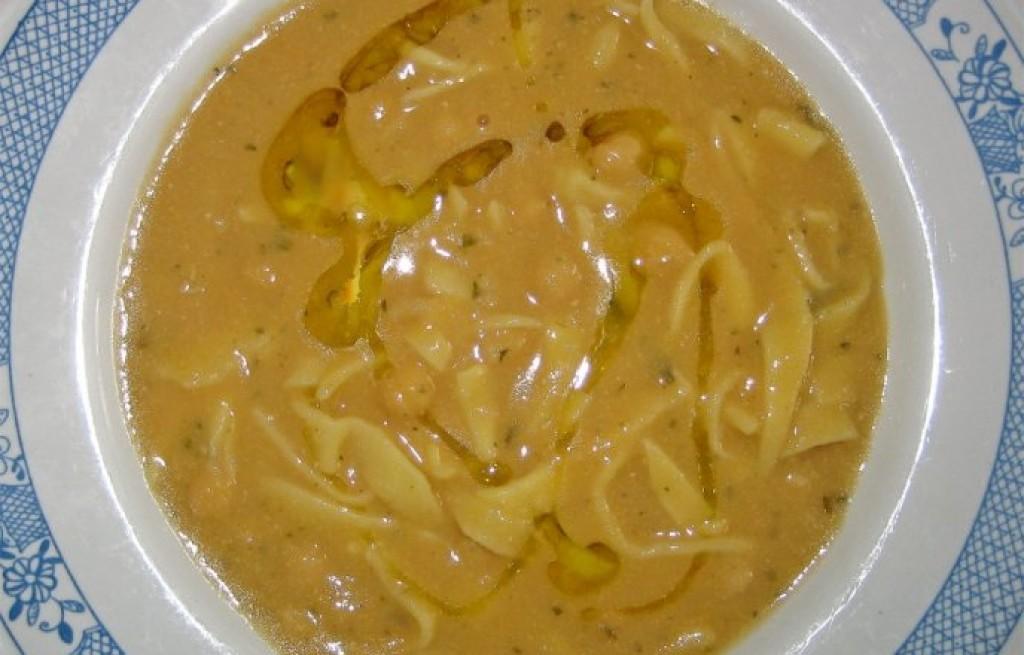 Zupa z pappardelle i ciecierzycy
