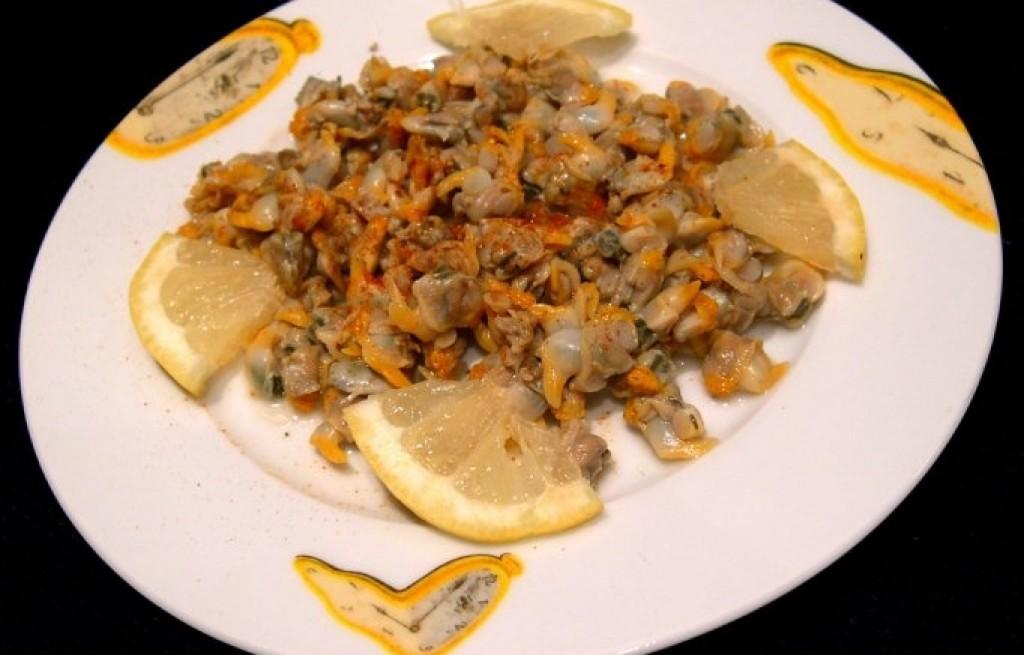 Małże z marchwią i sokiem cytrynowym
