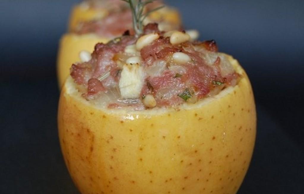 Jabłka zapiekane z ziemniakami i boczkiem