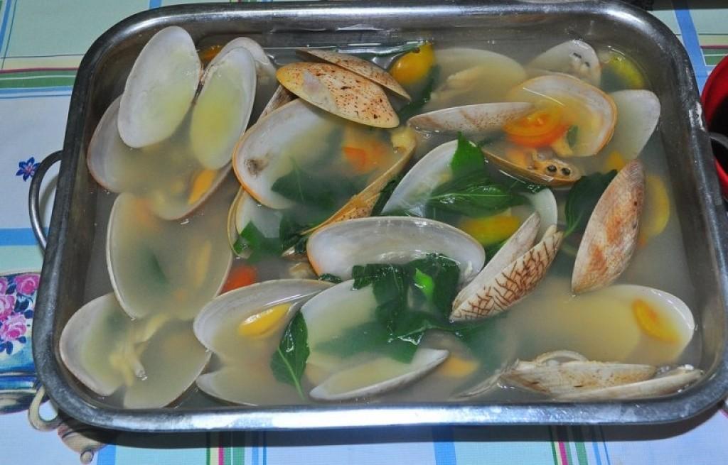 Małże gotowane z miętą i mandarynka