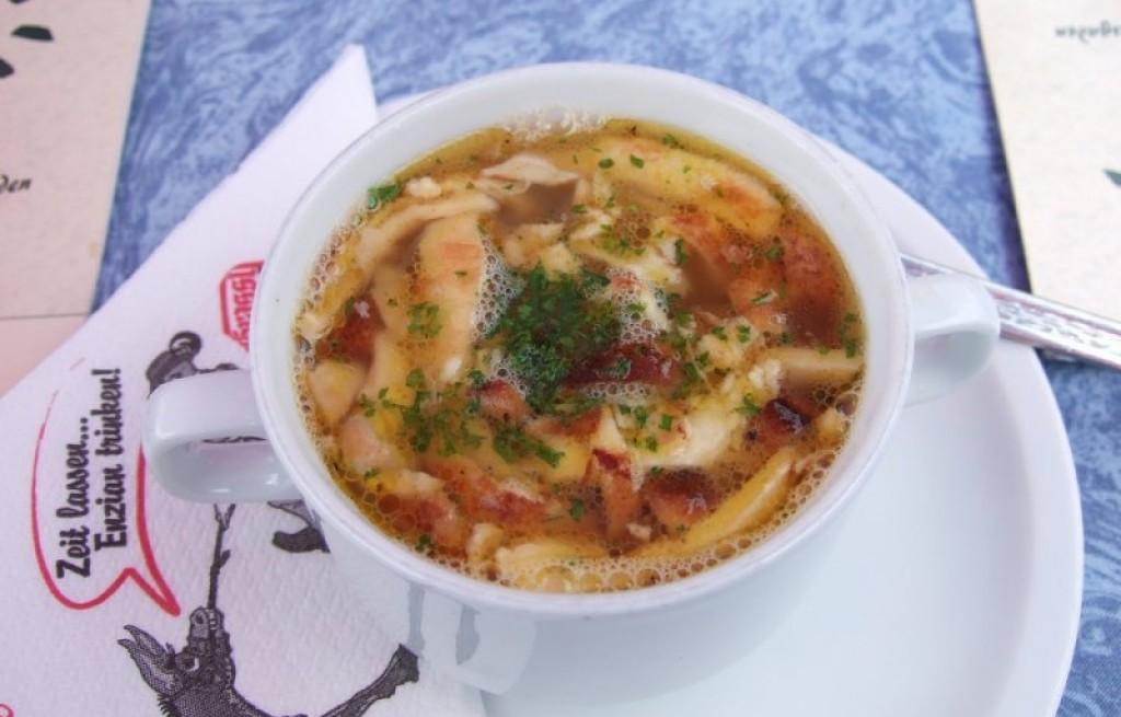 Flädlesuppe (zupa naleśnikowa)