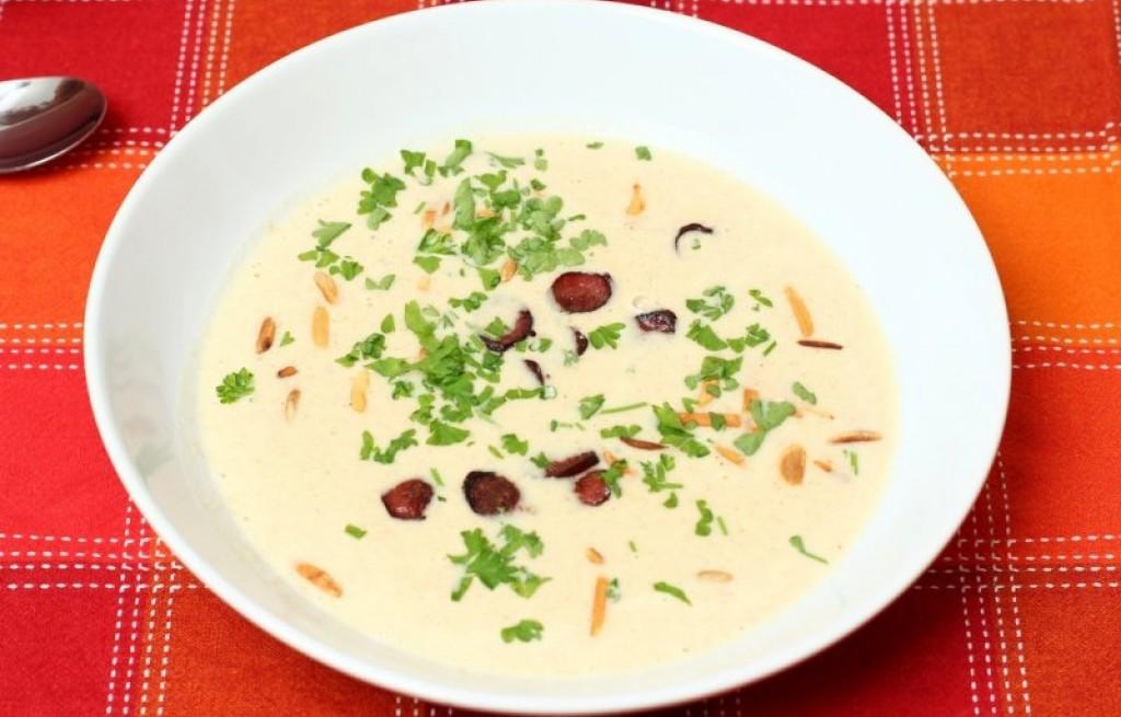 Zupa migdałowa z kabanosem