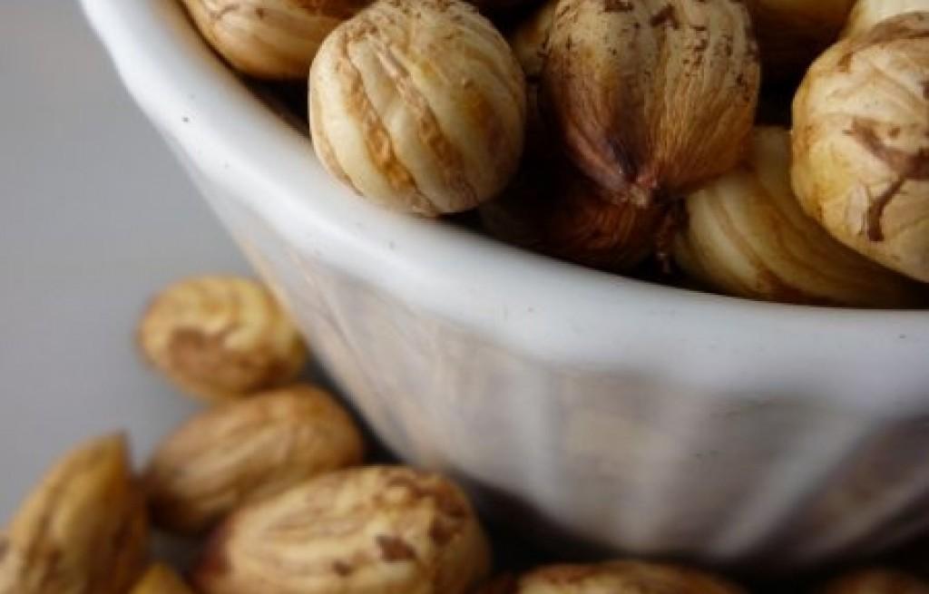 Orzeszki parzone z pietruszką i sokiem z cytryny